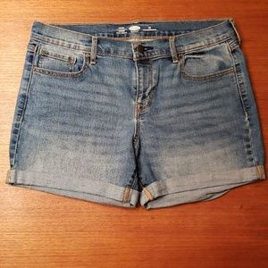 Old Navy fitted stretch cuffed shorts EUC